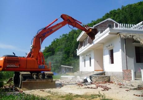 Phá dỡ công trình xây dựng