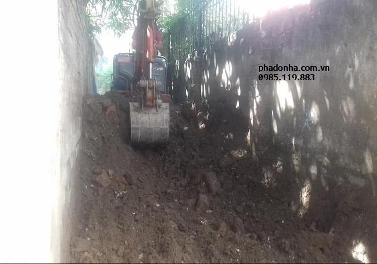 đào móng nhà trời mưa