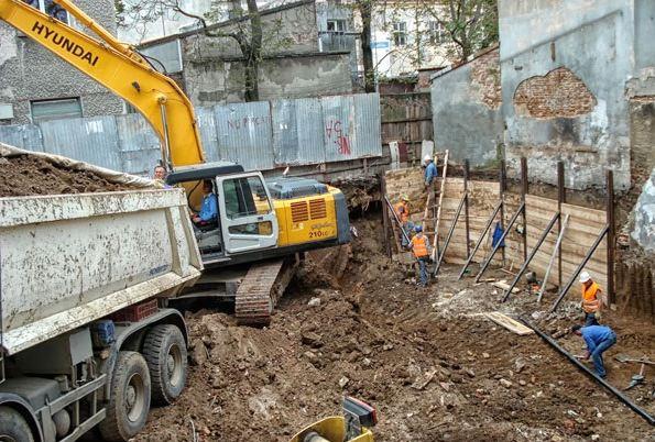 đào móng nhà