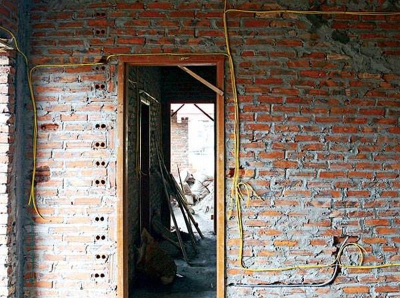 phá tường nhà cũ