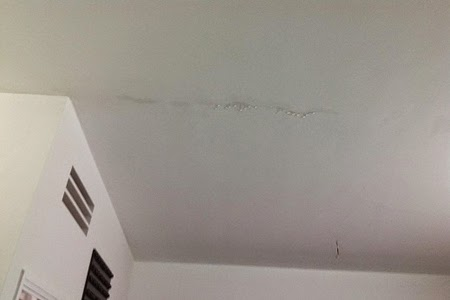 trần nhà bị nứt, thấm nước