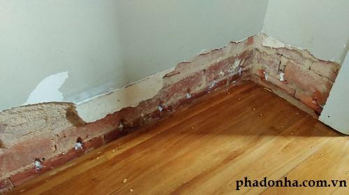 xử lý ẩm mốc chân tường