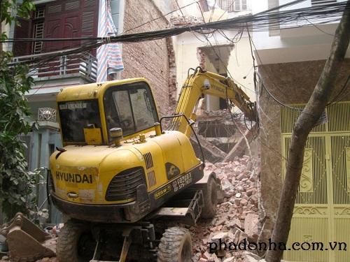 Có phải xin phép chính quyền địa phương khi phá dỡ nhà không?